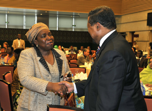 Nkosazana Dlamini-Zuma, the new AU Chairperson shaking hands with Jean Ping, outgoing AU Chairperson